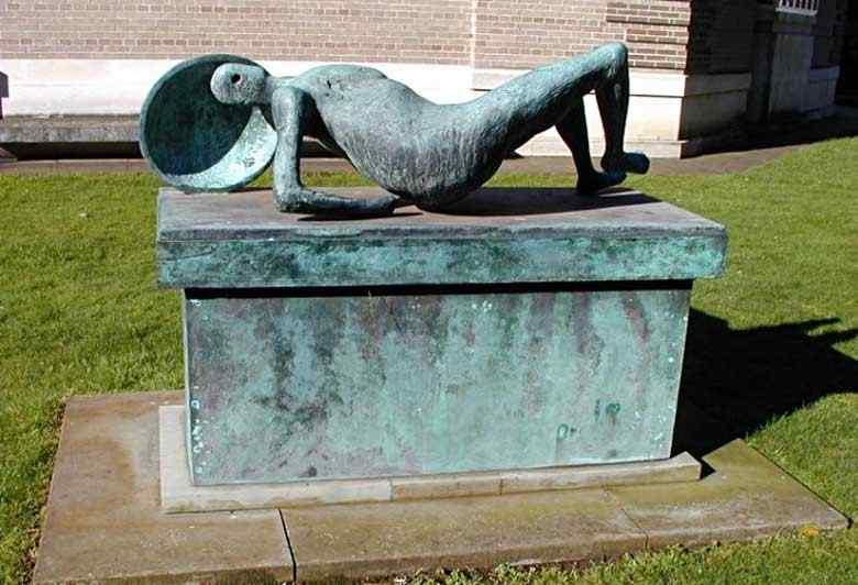 Henry Moore - Guerreiro caído