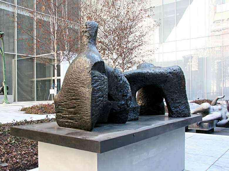 Henry Moore - figura alongada II