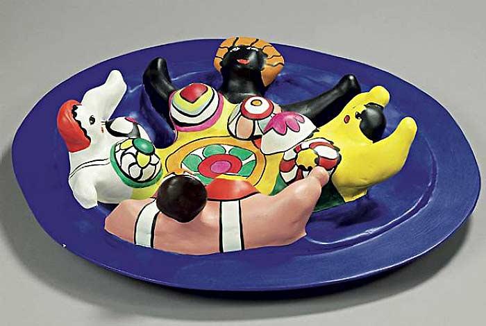 Niki de Saint Phalle - A fonte com quatro Nanas